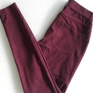 HUE pull on skinny jeans - sz Small, NWOT